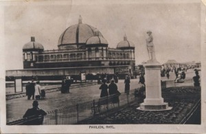DD/DM/1422/9 - Pavillion and Soldier's monunent, Rhyl c1920