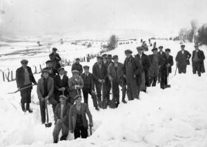 Workmen clearing snow in Clawddnewydd c1936/37